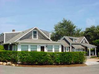 Perfect 4 Bedroom & 2 Bathroom House in Nantucket (9590) - Image 1 - Nantucket - rentals