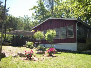 Charming Ozark cottage near lakes, golf and Olde Town Hardy - Cherokee Village Cottage Near Lakes & Golf! - Cherokee Village - rentals