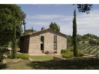 A Historical Granary now a unique house - Castelnuovo Berardenga vacation rentals
