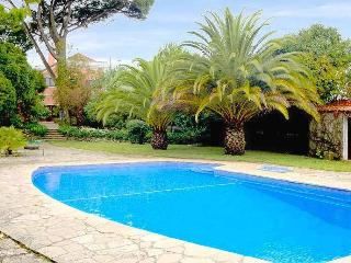 Charming 5 Bedroom Villa with Swimming Pool - Sesimbra vacation rentals