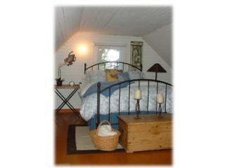 upstairs queen - Frog Hollow  NAPA OLD TOWN BUNGALOW - Napa - rentals