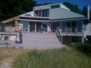Spectacular Beachfront Contemporary, wine country - North Fork vacation rentals