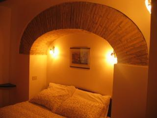 Lovely ! Rome heart  -2/4 p Internet- LAST MINUTE - Rome vacation rentals