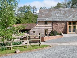 FARM HOUSE BARN, family friendly, character holiday cottage, with a garden in Abbey Dore, Ref 3782 - Hereford vacation rentals