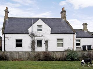 AYTON MILL COTTAGE, pet friendly, with a garden in Eyemouth, Ref 3762 - Eyemouth vacation rentals