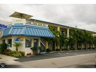 Welcome to Bluewavemotel all Luxury Suites - Perfect Location,Block from Beach,Kitchen,10 units - Clearwater Beach - rentals