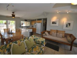 large living and dining room area - PAPAYA HA LE' at Tiki Moon Villas - Laie - rentals