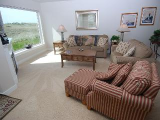 Oceanfront, Pet Friendly Condo on the Beach in Westport! - Southern Washington Coast vacation rentals
