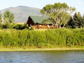 Yellowstone Lookout Cabin - Pray vacation rentals