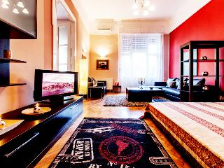 3 Bedrooms Apartment Downtown Square A/C, Wifi, 186 sqm - Budapest vacation rentals