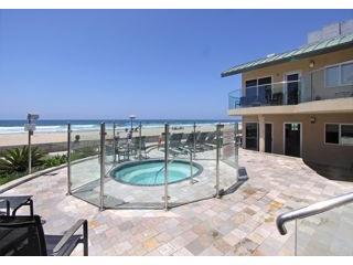 Imagine yourself in that jacuzzi! - San Diego Oceanfront Condo in Mission Beach - Mission Beach - rentals