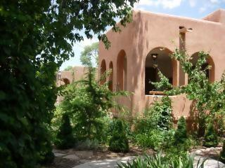 Capitol Casa Large Front Porch - Big Home Downtown-Groups! Stroll to Plaza! Hot Tub - Santa Fe - rentals