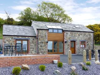 YSGUBOR PENRALLT, romantic, luxury holiday cottage, with a garden in Y Felinheli, Ref 3779 - Y Felinheli vacation rentals