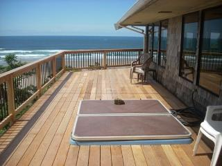 Paradise View is a step back in time enjoy the view Pet Friendly and a Hot Tub 3 bedroom 4 bath sleeps 12 - 35620 - Cannon Beach vacation rentals