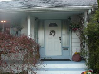 Front Door.JPG - Spacious 4 bedroom 3 bathrooms  with the amenities - Richmond - rentals