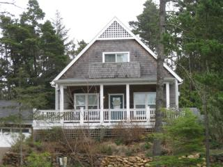 Breeze On Inn - peek of the ocean - Depoe Bay vacation rentals
