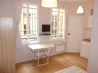 Cute studio Fully Equip.-Rue Beauregard - apt #605 - Paris vacation rentals