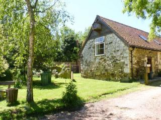 WILLOW COTTAGE, pet friendly, character holiday cottage, with a garden in Yafford, Ref 3811 - Newport vacation rentals