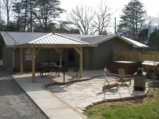 Mtn Vista outdoor entertainment area hot tub WiFi - Chattanooga vacation rentals