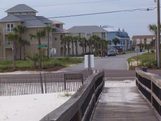 Short walk to beach - LOW Rise Townhouse w/ POOL, views and reviews! - Perdido Key - rentals