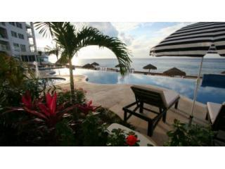 PG-common-pool3-Dec08.JPG - Luxury Oceanfront 3 Bdrm! Beachfront! - (PG12A) - Cozumel - rentals