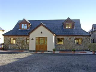 WILLOW COTTAGE, pet friendly, luxury holiday cottage in Kidwelly, Ref 3810 - Carmarthenshire vacation rentals