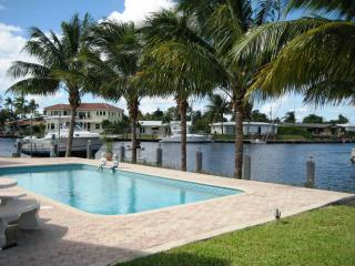 WATERFRONT HOME, BEACHES, HOT TUB, POOL, SLEEPS 8 - Pompano Beach vacation rentals