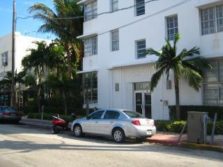 Great 1 Bedrm on 15th St. Walk Everywhere in Sobe - Miami Beach vacation rentals