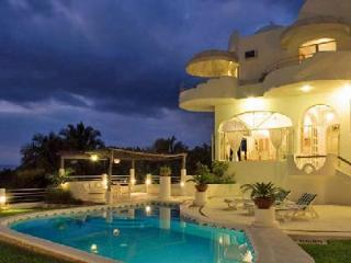 Casa Gran Dia boasts ocean & mountain views, lush tropical gardens, heated pool & ensuite jacuzzi - Mexican Riviera-Pacific Coast vacation rentals