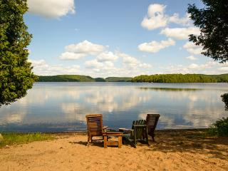 Beautiful 4-Season Lakefront Chalet Mont Tremblant - Mont Tremblant vacation rentals