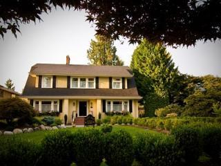 AWARD-WINNING 4 BR 4 BA LUXURY HERITAGE RESIDENCE - Vancouver vacation rentals
