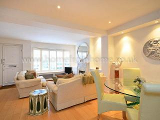 Stylish mews house 2min from Notting Hill Gate station - London vacation rentals