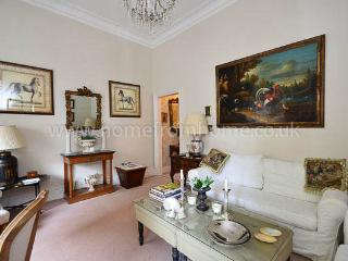 Country manor styled 1 bedroom apartment- Chelsea Embankment - London vacation rentals