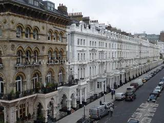 Modern 2 bedroom apartment on the popular Gloucester Road- Kensington - London vacation rentals