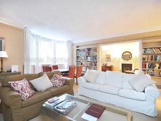 Fabulous family home in the heart of Kensington - London vacation rentals
