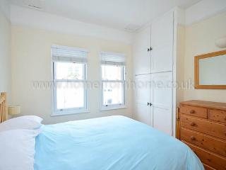 Popular and charismatic apartment a short walk to The Thames- Fulham - London vacation rentals