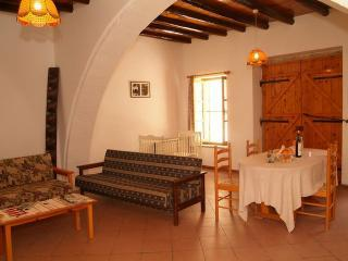 Traditional Two Bedroom Apartment with balcony - Lachi vacation rentals