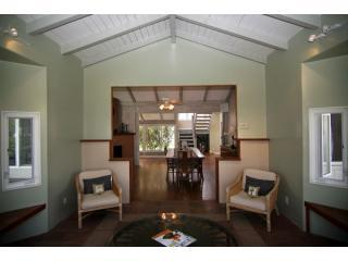 E como mai! As you enter in the home  and sitting area - Ko'olau Vista Villa - Kailua - rentals