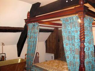 BETSY COTTAGE, romantic, character holiday cottage, with open fire in Glastonbury, Ref 3883 - Glastonbury vacation rentals