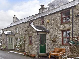 TAHOE, pet friendly, country holiday cottage, with a garden in Tideswell, Ref 3825 - Peak District National Park vacation rentals