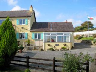 PANT-Y-BUGAIL APARTMENT, with a garden in Tynygongl, Ref 3830 - Benllech vacation rentals
