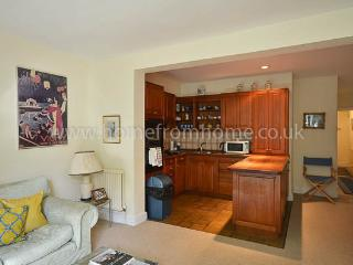 Cosy, traditional 1 bedroom period apartment- Kings Road/Fulham Road - London vacation rentals