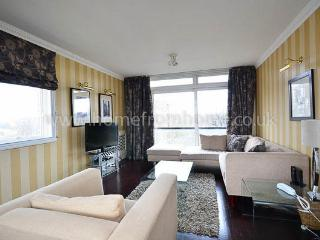 Classically decorated 2 bedroom apartment next to Holland Park- Kensington - London vacation rentals