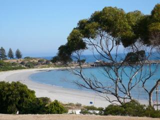 Sweeping views of bay - Western's Rest Penneshaw, Kangaroo Island - Penneshaw - rentals