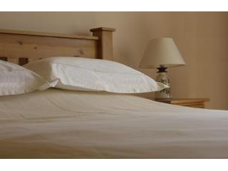 Fresh linen on locally crafted Ballindullagh Beds - Erne Retreat - Enniskillen - rentals