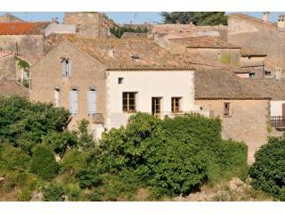 House (centre) with village in background - Aspiran - Charming 3 bed house with stunning views - Pezenas - rentals