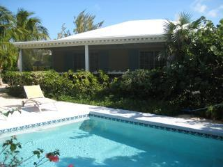 Pretty little oasis, near everything - Grace Bay vacation rentals