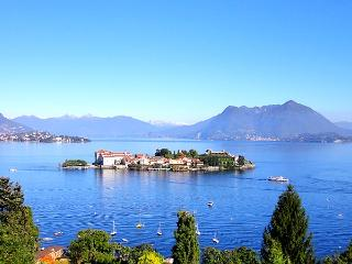 Modern apartment with superb view on the Islands - Stresa vacation rentals