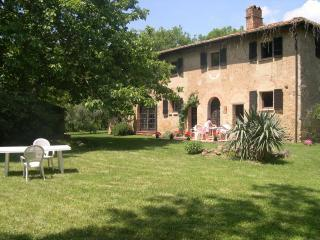 Casa San Mario and its secluded garden - Tuscany vacation rentals