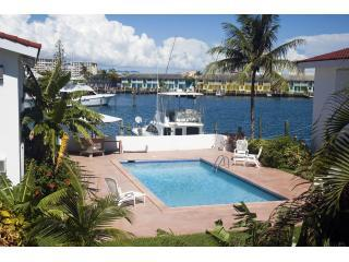 Pool Area - Lovely 1-Bed Apartment close to Beach and shops - Freeport - rentals